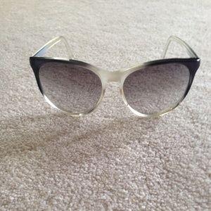 RARE 1970's vintage Cat-Eye sunglasses.